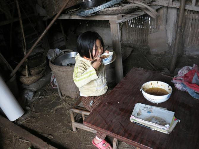 授人以鱼不如授之以渔,我们希望帮助卯埂村产业致富,还孩子有爱的童年。我们希望,明天的卯埂村也是这样,爸爸妈妈勤劳致富,孩子在爸爸妈妈身边健康成长。