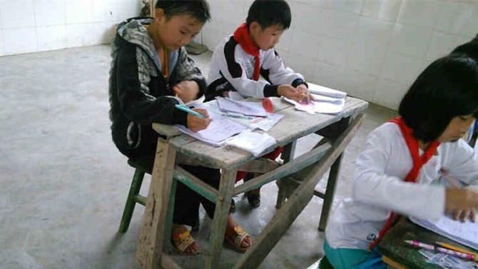 我们改变不了大山的贫困 ,但我们可以给大山的孩子一张写字的课桌,一本书,一次童年快乐的回忆。我们将募捐88100元,定向捐赠给四川省筠连县腾达镇龙井小学,用于修建学校大门和更换课桌椅等硬件设施以此来改善学校的办学条件。