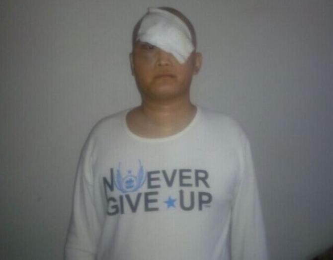现在的葛佩超,癌细胞扩散,可能是压迫到了视神经组织,目前在医院已欠费,可能面临出院。