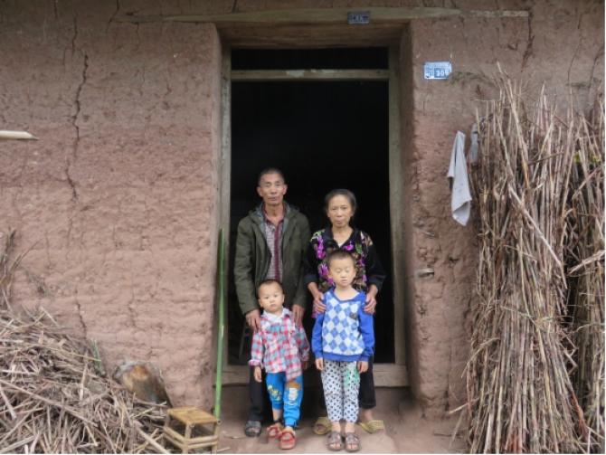 【卯埂村的孩子】目前全村没有村办学校,村内孩子只有选择在临近的他村学校或泸州市乡村学校上学,学习条件十分艰苦。那是一片荒芜的心灵,在等待被爱与温暖,他们需要情亲陪护、他们需要父母的问候和照顾、他们的心灵需要关爱和呵护,他们应该得到更多的爱与关注。