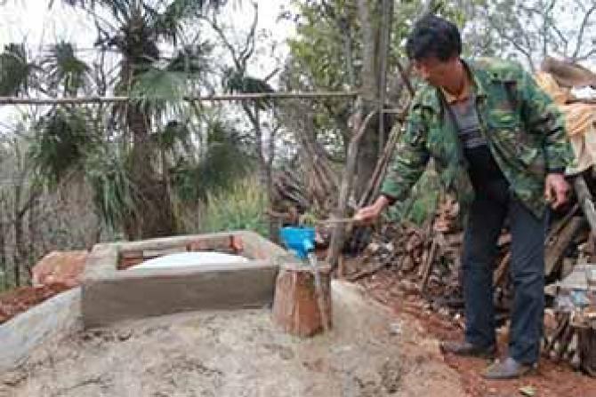 【我们要做什么】我们将继续建设水窖,全力以赴满足干旱地区人民的生活用水需要,最大限度地帮助处于水深火热之中的人们。