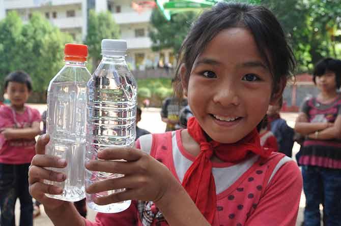 您每月30元的爱心捐赠, 可以保证1个贫困山区的孩子或者受灾害影响的孩子在最需要的时候得到1个温暖包,温暖的度过寒冬。